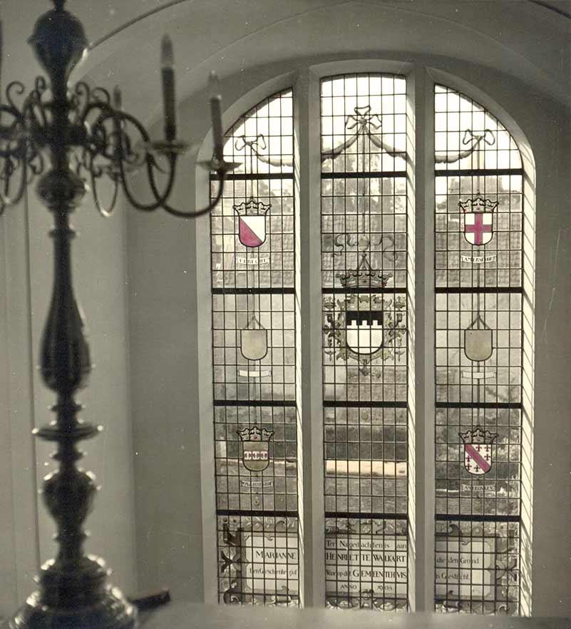 Foto Glas-in-loodraam in het gemeentehuis Zeist