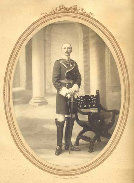 Charles Antoine de Pesters jr., gefotografeerd als ridder van de Johanniter Orde, ca. 1910