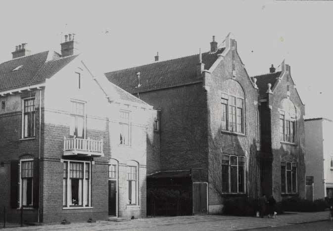 Foto Openbare school aan de 1e Hogeweg uit 1880