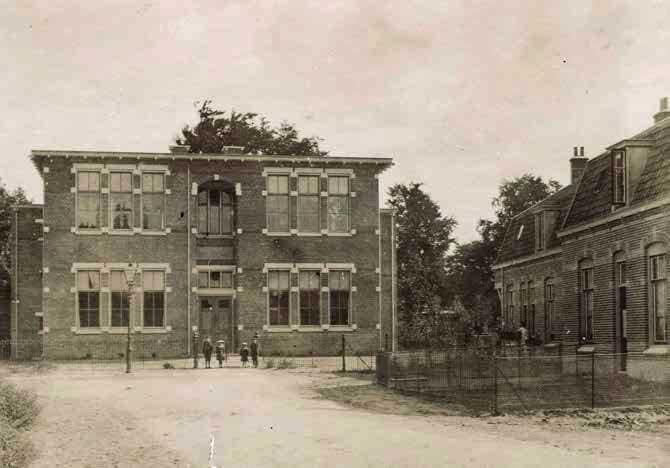 Foto De school aan de Walkartweg te Zeist (1905)