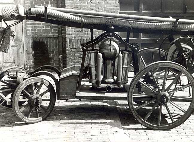 Nieuwe handstoombrandspuit uit 1897